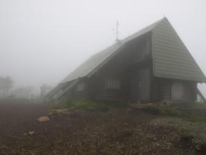 頂上付近の山小屋