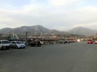 猿橋駅から見た扇山(右)と百蔵山(左)