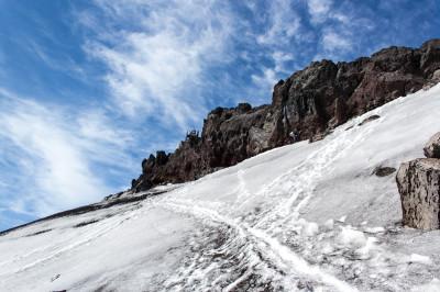 お鉢巡りの雪渓