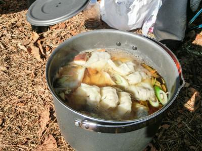 餃子も入った具だくさんスープ