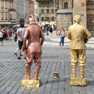 銅像の人たち